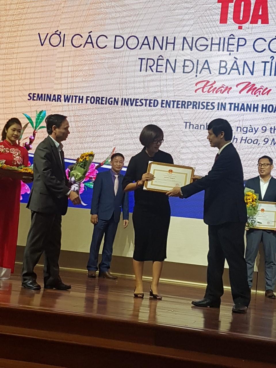 Công ty TNHH Vaude Việt Nam đón nhận Bằng khen của BLĐ Tỉnh Thanh Hóa